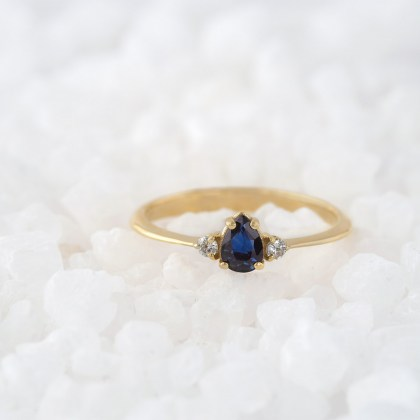 gold-solitaire-ring-sapphire-pear-shape